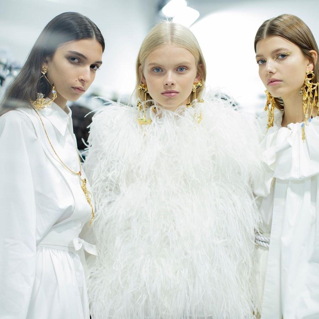 Какие украшения будут в моде в 2020 году: главные тренды в цветах, формах и камнях