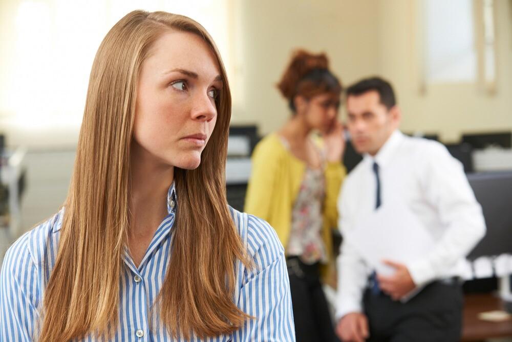 Спросили у психолога: что делать, если в коллективе про тебя распускают сплетни