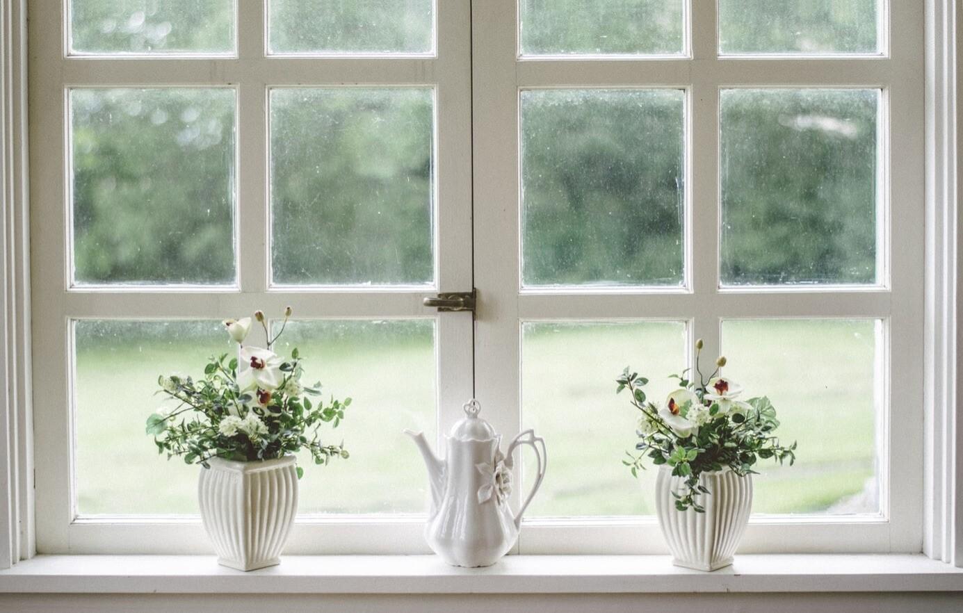 Защита от сквозняков и мороза: как утеплить старые деревянные окна на зиму