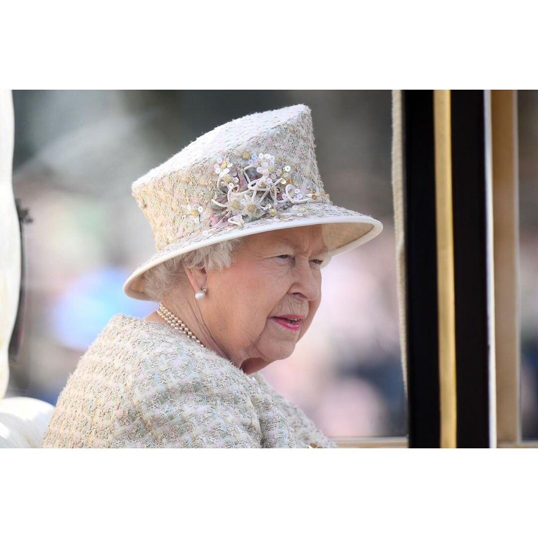 Елизавета II намекнула, что недовольна принцем Гарри и Меган Маркл