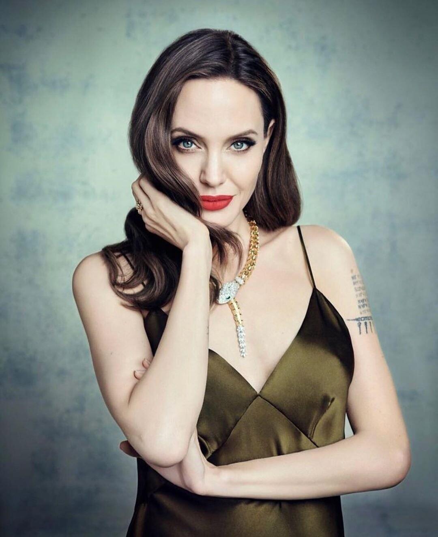Анджелина Джоли удалила себе грудь и яичники, чтобы не заболеть раком