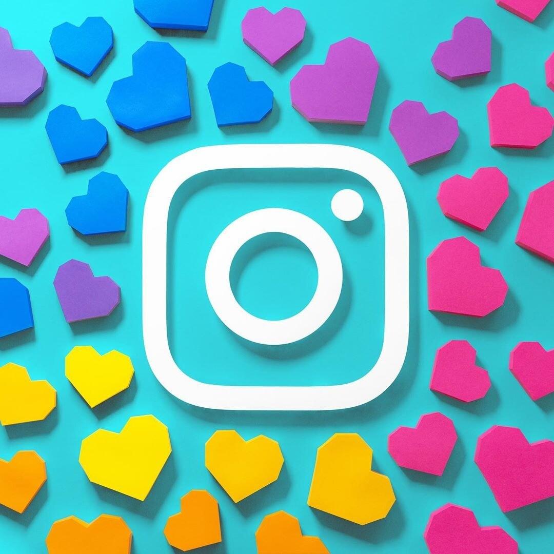 Найдены самые первые снимки, которые были опубликованы в Instagram (там яхты и кресла)