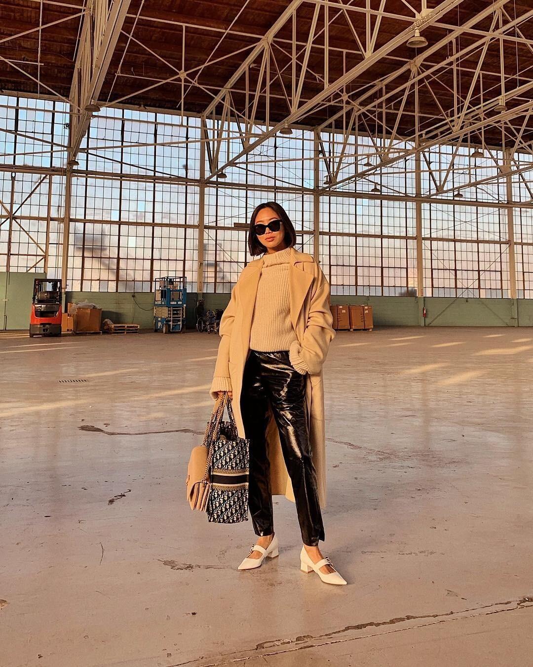 10 классных идей, с чем носить кожаные женские брюки этой осенью