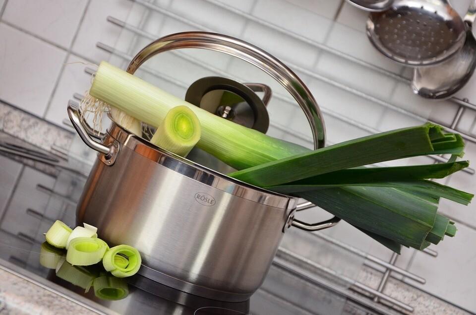 Как хранить лук-порей зимой: 6 лучших способов, которые помогут приумножить витамины