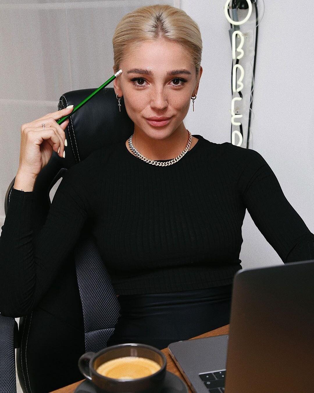 Настя Ивлеева извинилась перед Анитой Цой, которая поссорилась с мужем из-за ее шутки