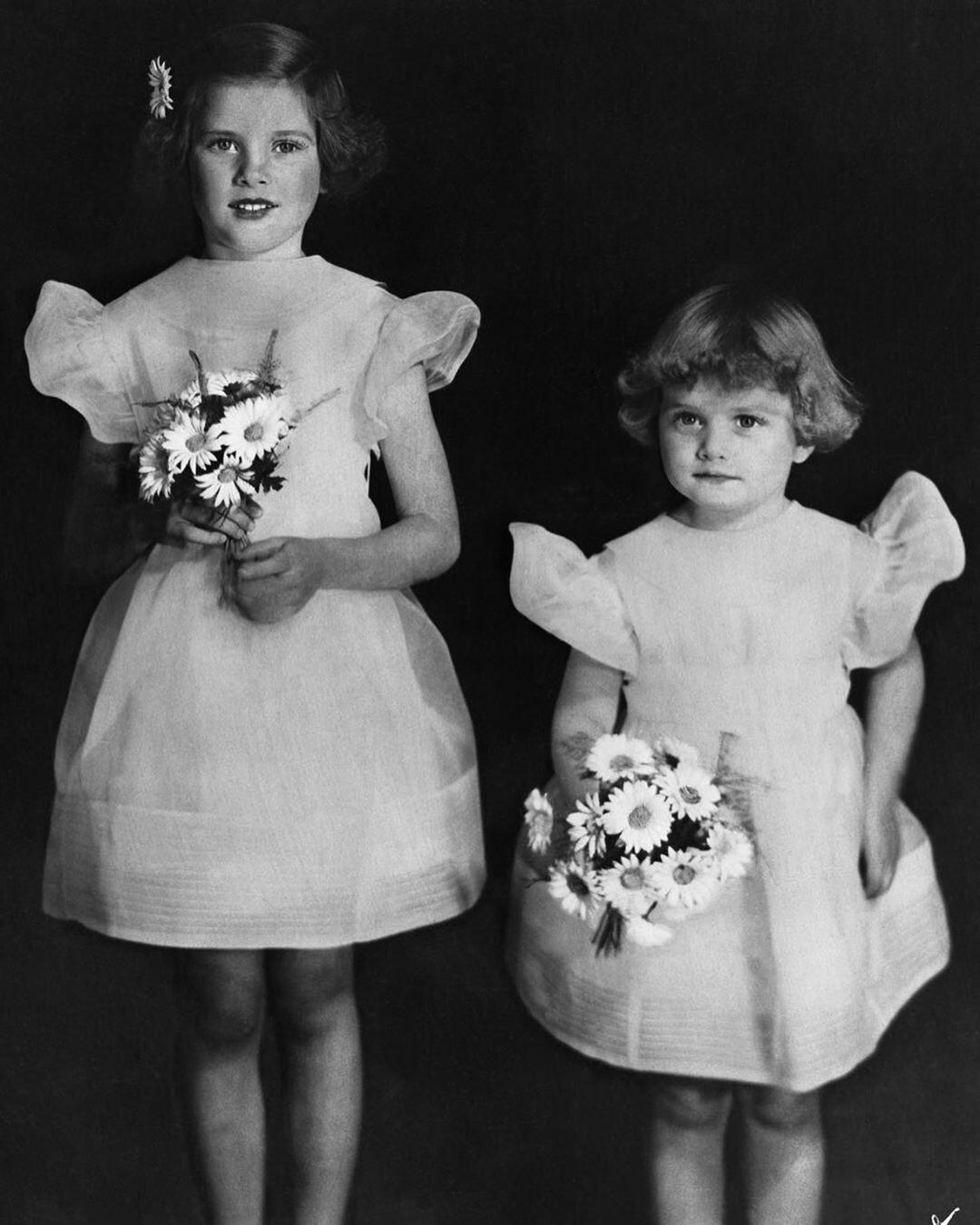 Грейс с младшей сестрой.