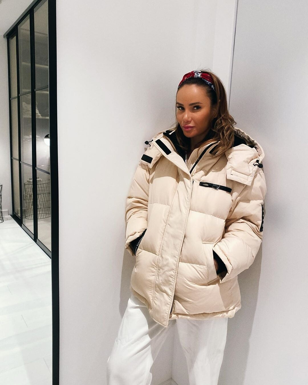 «Вне моды»: Айза Анохина продает платье, вкотором выходила замуж заГуфа