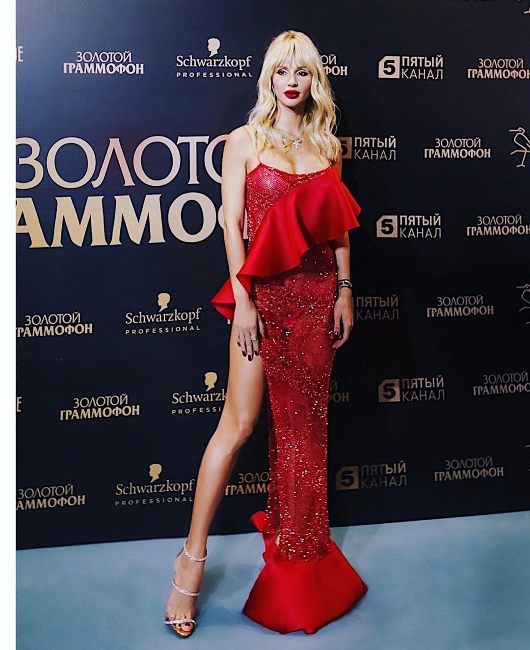 «Время вставать»: Светлана Лобода порадовала поклонников сексуальным фото впостели