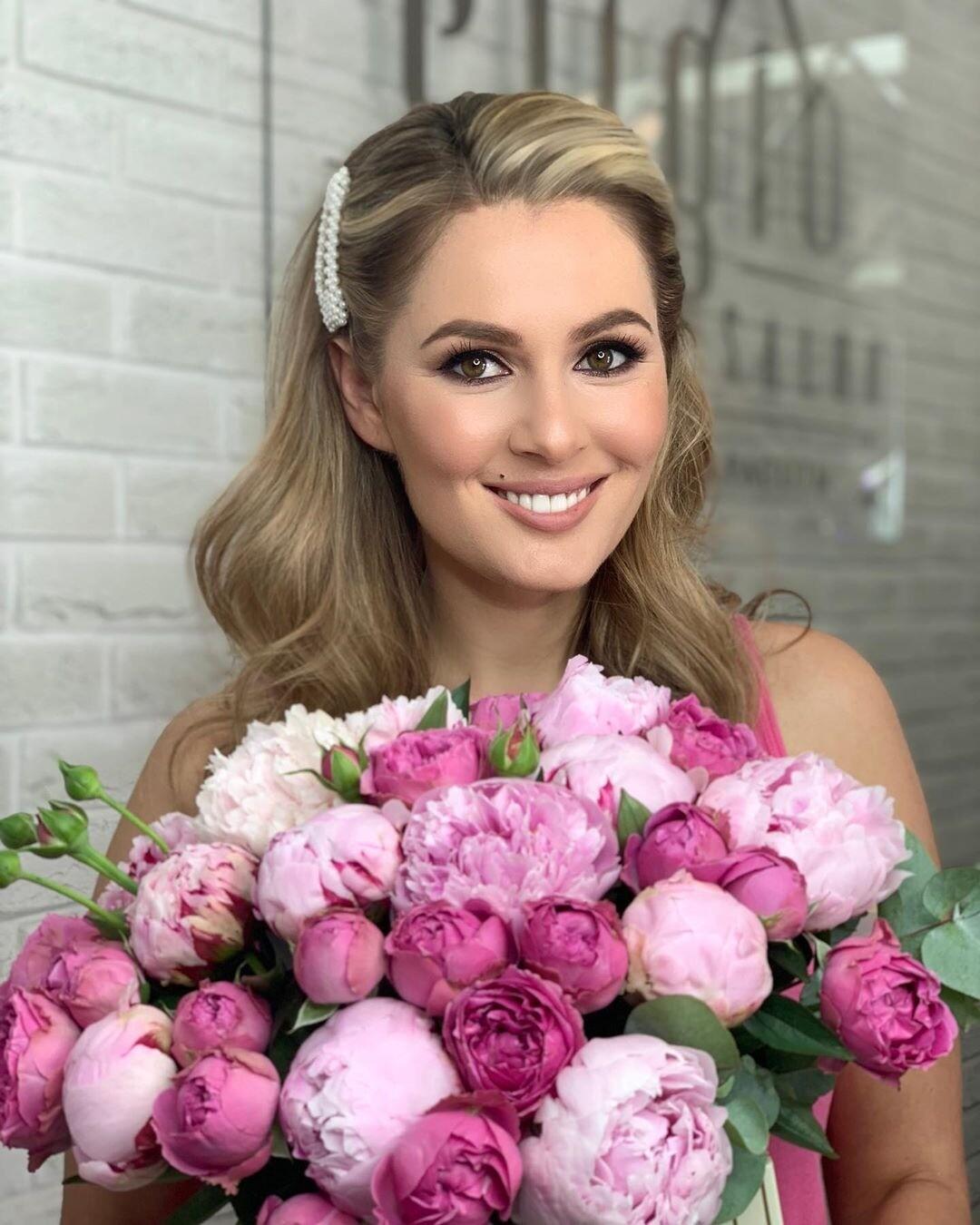 Мария Кожевникова получила на день рождения букет в свой рост