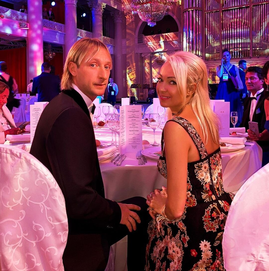 «Я даже знаю»: Яна Рудковская прокомментировала слухи о любовнице Плющенко
