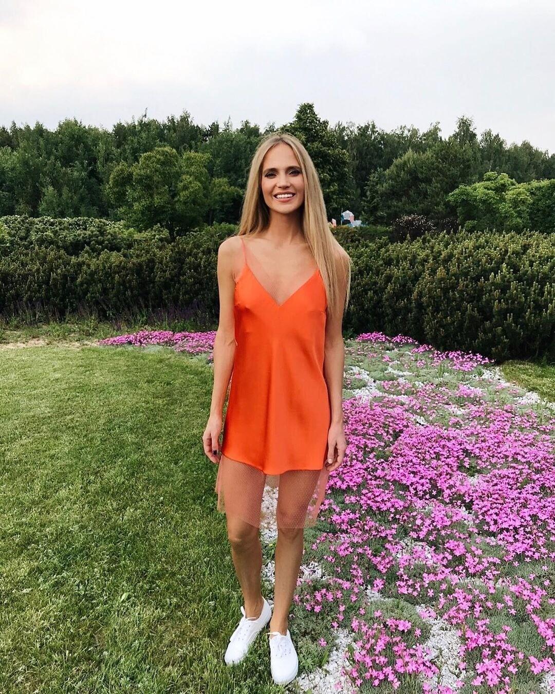 Наталья Ионова поделилась горячим фото в светящемся купальнике