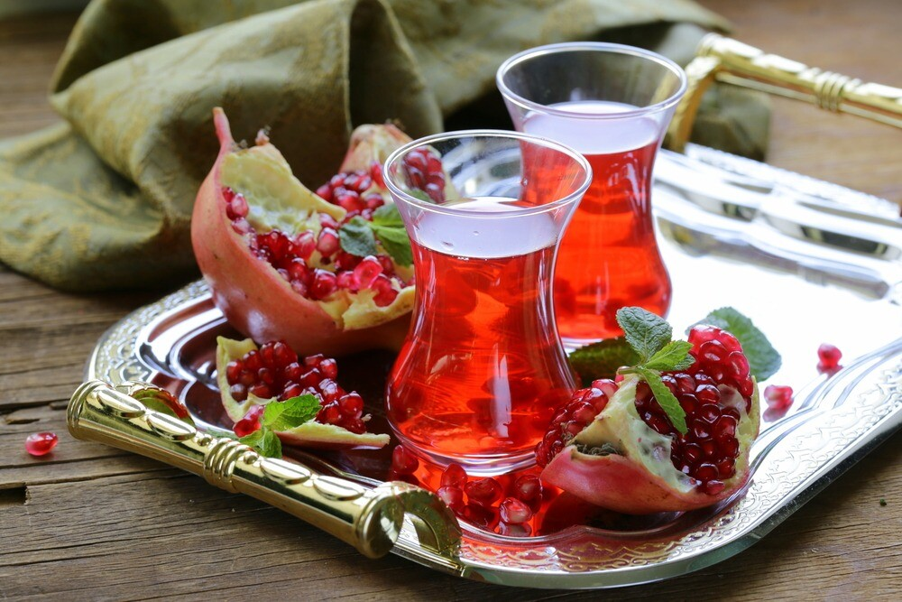 Вместо магнитиков и рахат-лукума: польза и вред гранатового чая из Турции