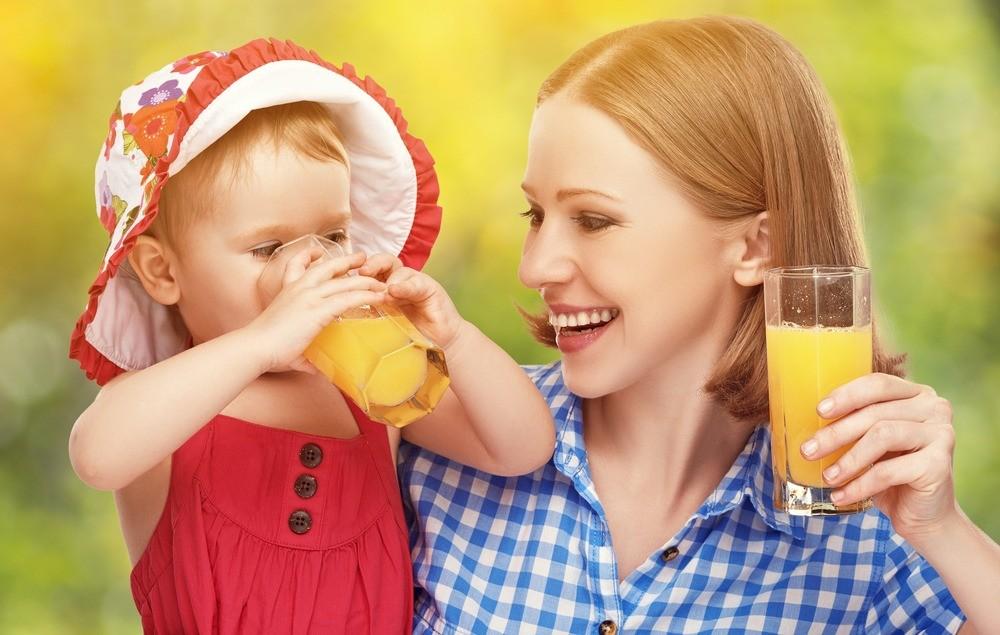 Почему детям нужно покупать специальный сок? Отвечает эксперт