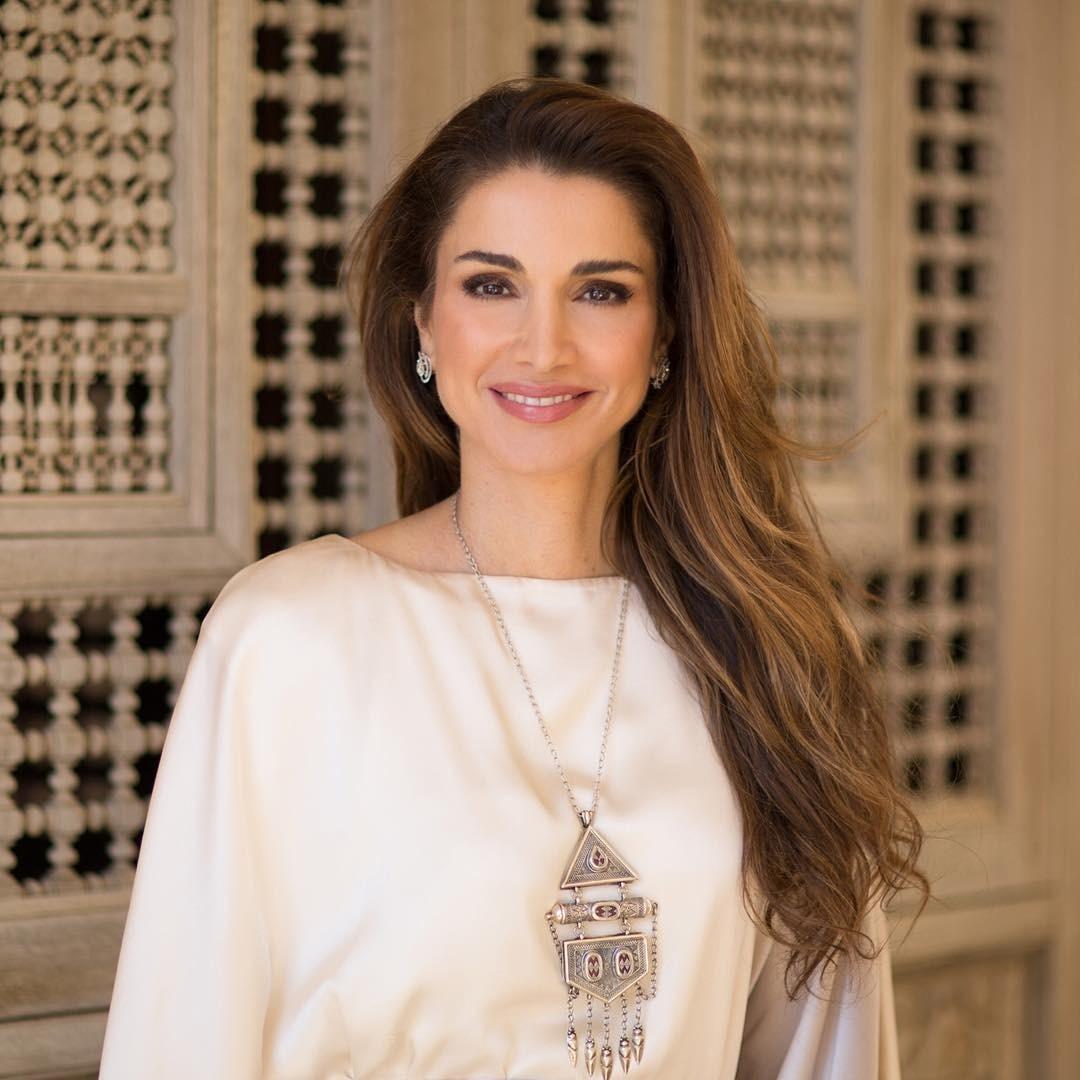 Дорогу королевам! Первая внашем списке – королева Иордании Рания. Любимая иединственная (среди восточных правителей это, скорее, исключение, чем правило) жена короля Абдаллы II. Мать че...