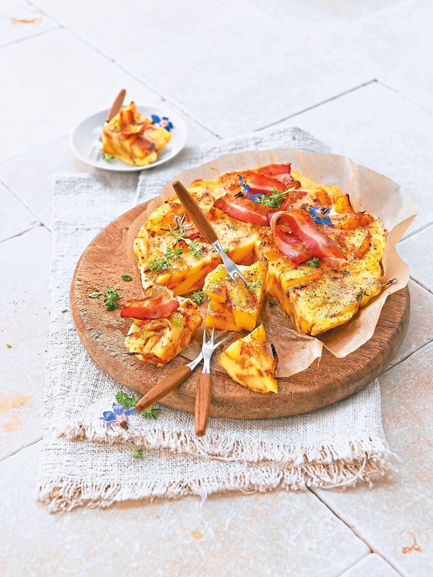 Сытно и быстро: рецепт картофельной запеканки с красным луком