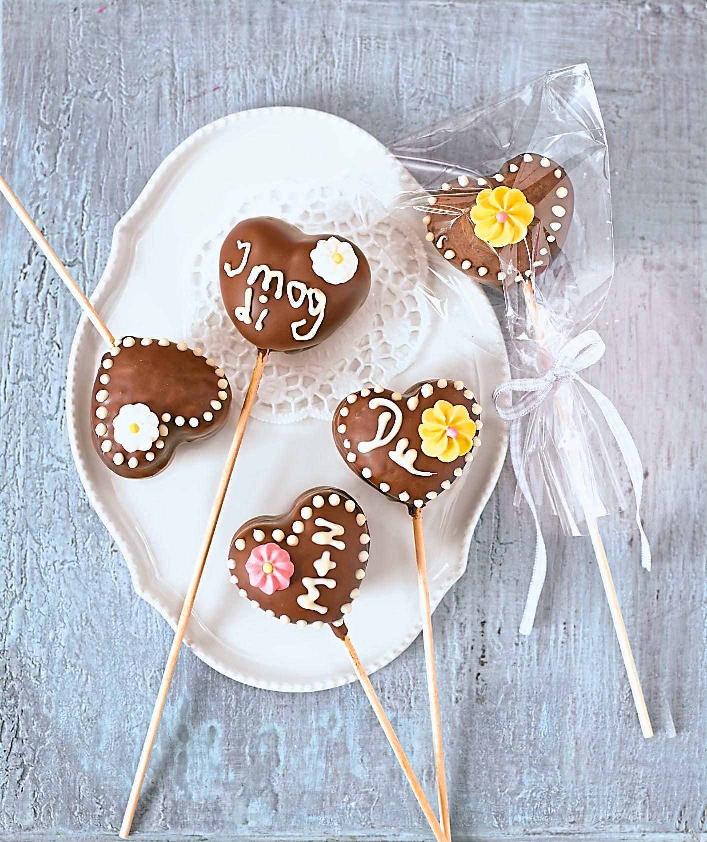 Для домашней вечеринки: рецепт кейк-попсов в шоколаде