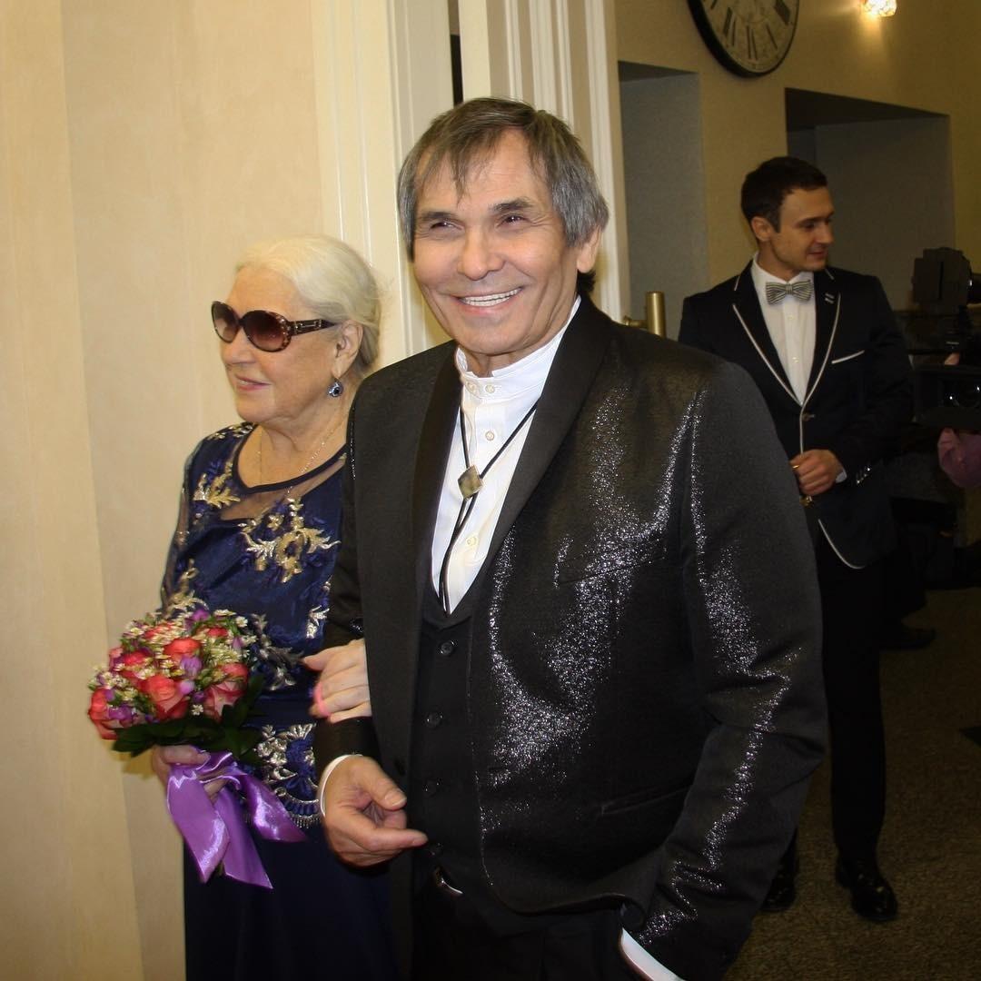 Бари Алибасов впервые стал дедушкой