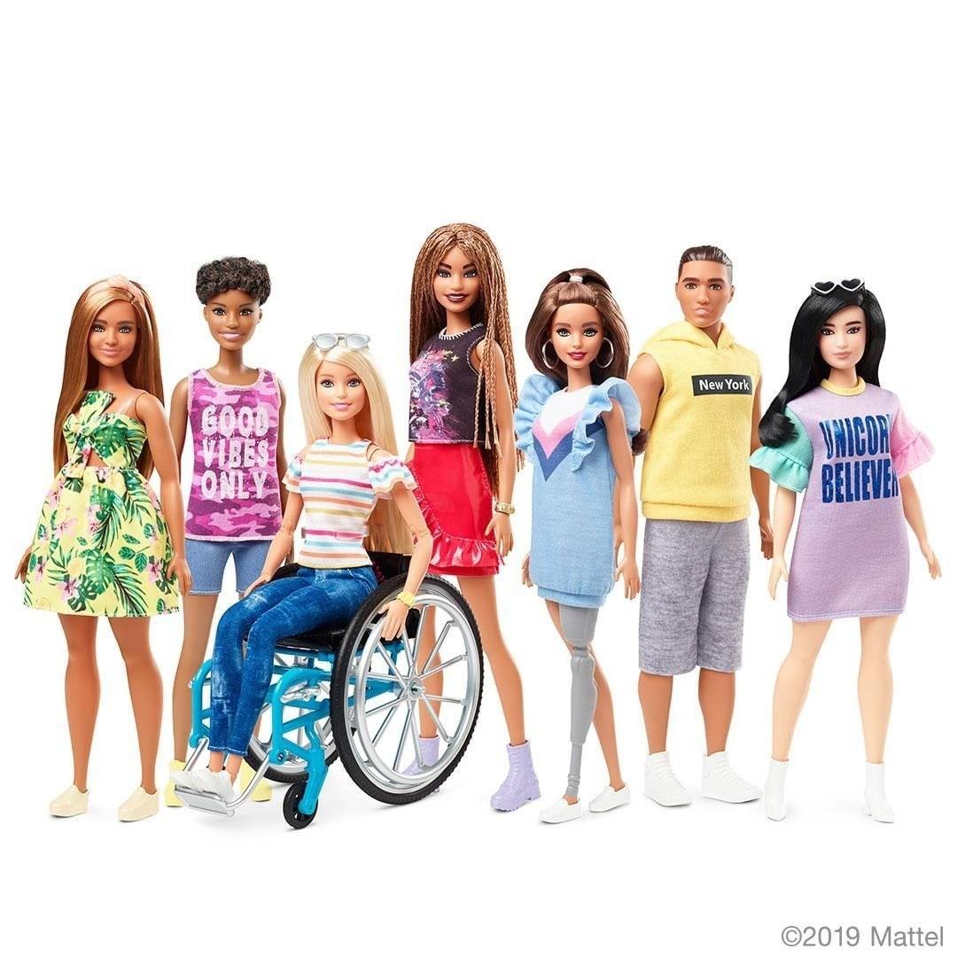 Mattel впервые выпустит куклу Барби на инвалидном кресле