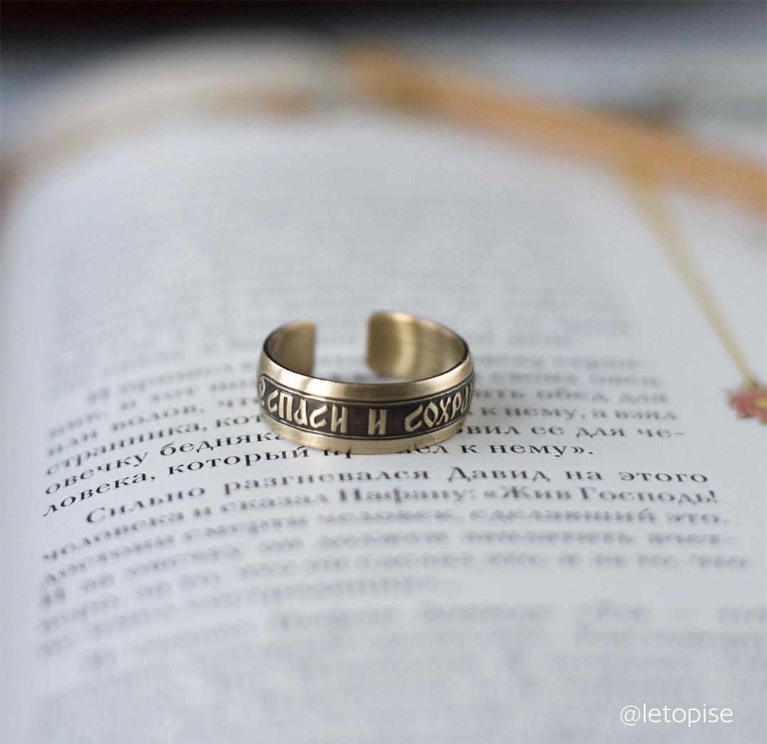 Может ли кольцо Спаси и сохрани заменить нательный крест? Объясняет протоиерей