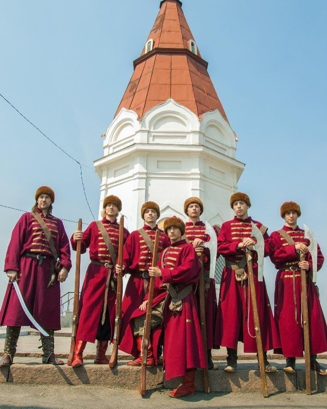 Самая узнаваемая достопримечательность города. Даже если ты небыла вКрасноярске, то точно видела эту восьмигранную башню-часовню: именно она изображена накупюре. Незабудь взять ссобо...