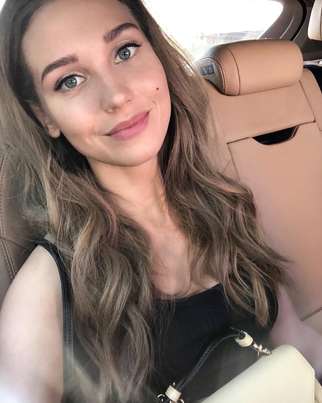 Обладательница ангельской внешности актриса Кристина Асмус даже всвои 30 лет может претендовать нароль тинейджера. Широкая улыбка, ровная кожа исветлые волосы делают ее явно моложе, че...