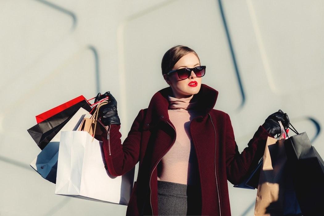 Как обуздать тягу к шопингу и переедание: советы психолога