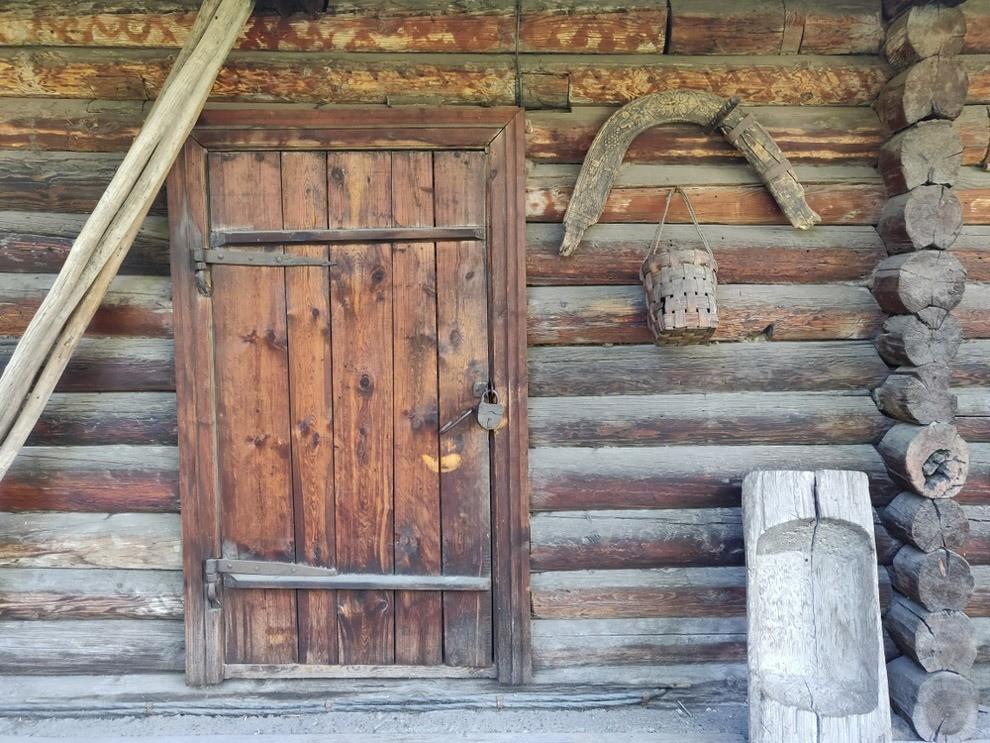 К художнику вКрасноярске отношение трепетное, ведь он родился здесь, вдвухэтажной деревянной усадьбе. Она сохранилась иработает, как музей. Между прочим, здесь хранится третья повелич...