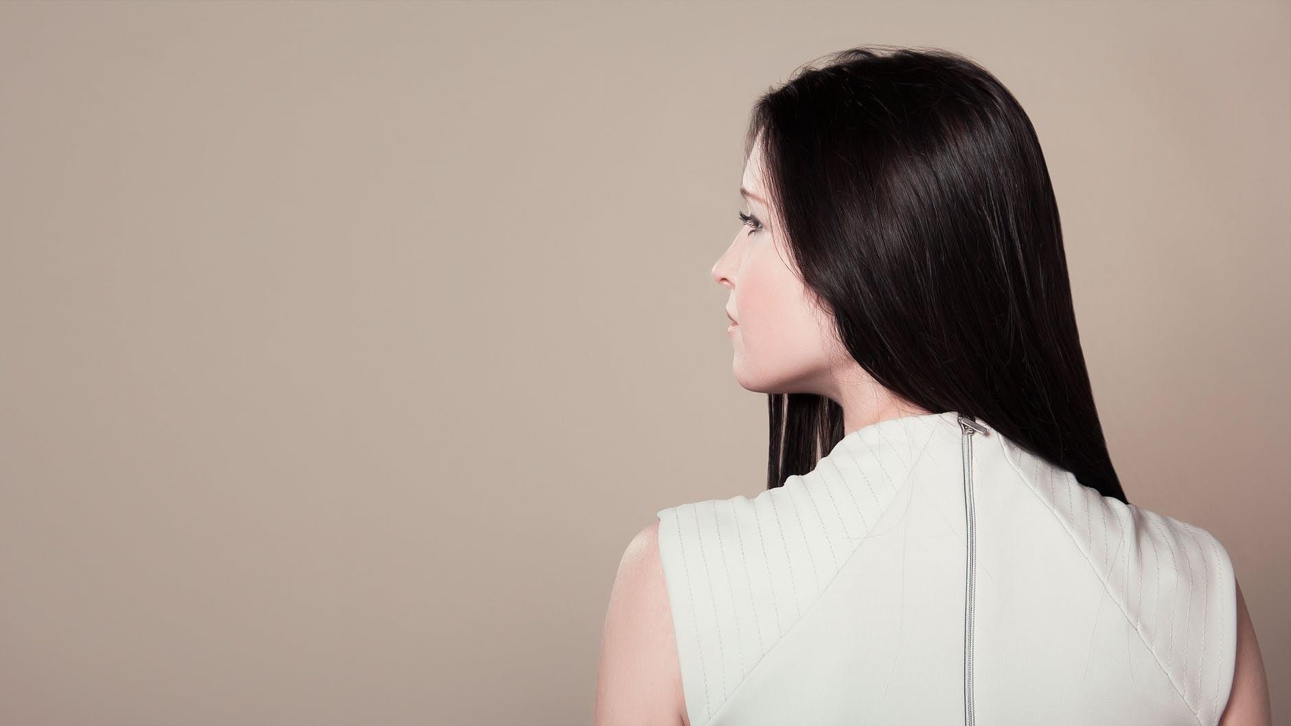 Маска для волос из кефира: 5 способов применения