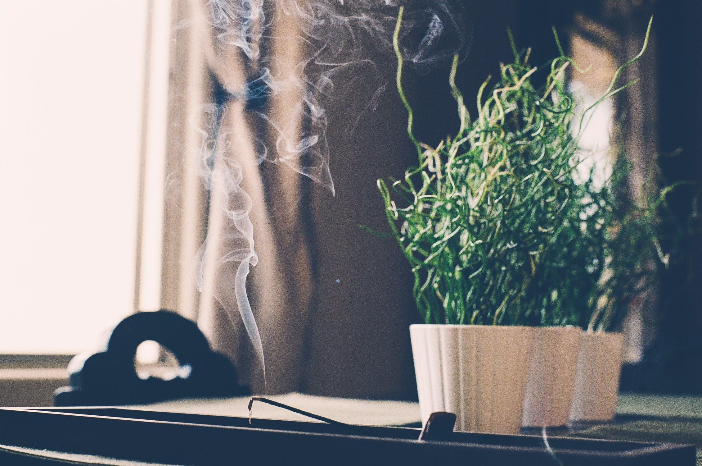 7 простых способов защитить себя от сглаза: от самодельных амулетов до ладана