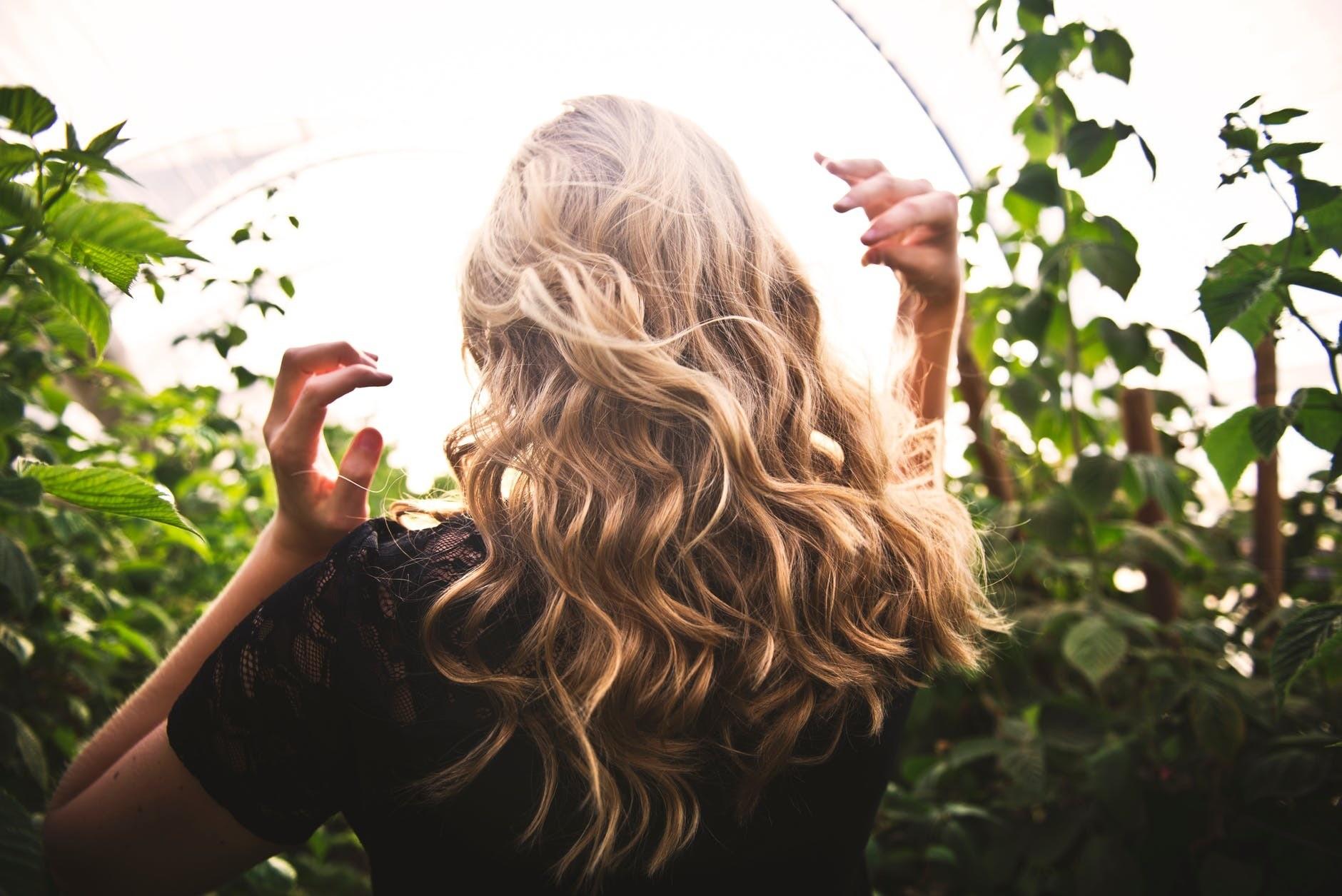 Средство от седины: 3 варианта применения коньячной маски для волос