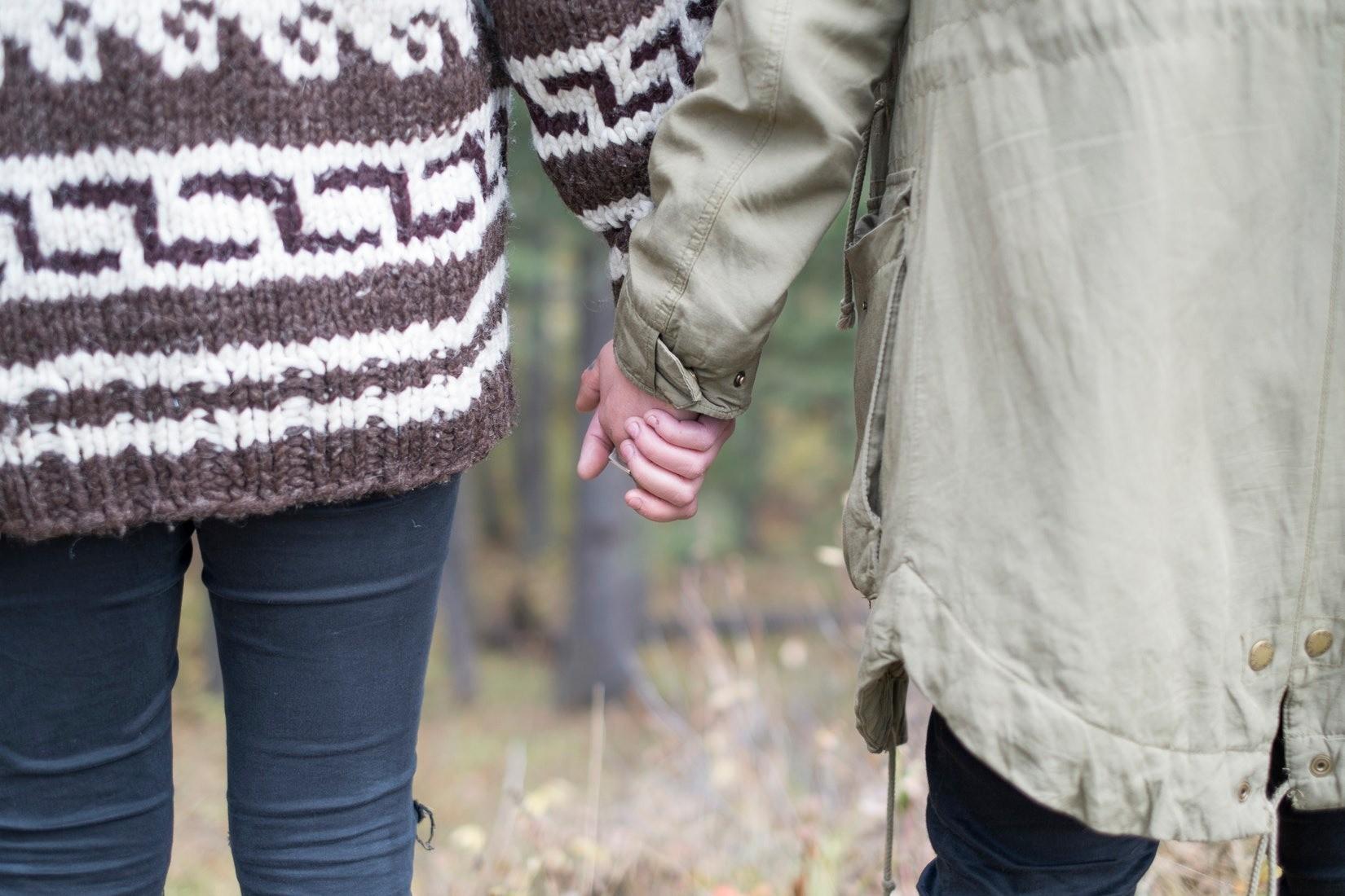 Самая популярная детская травма, которая проявляется в отношениях: как победить чувство вины и долга?