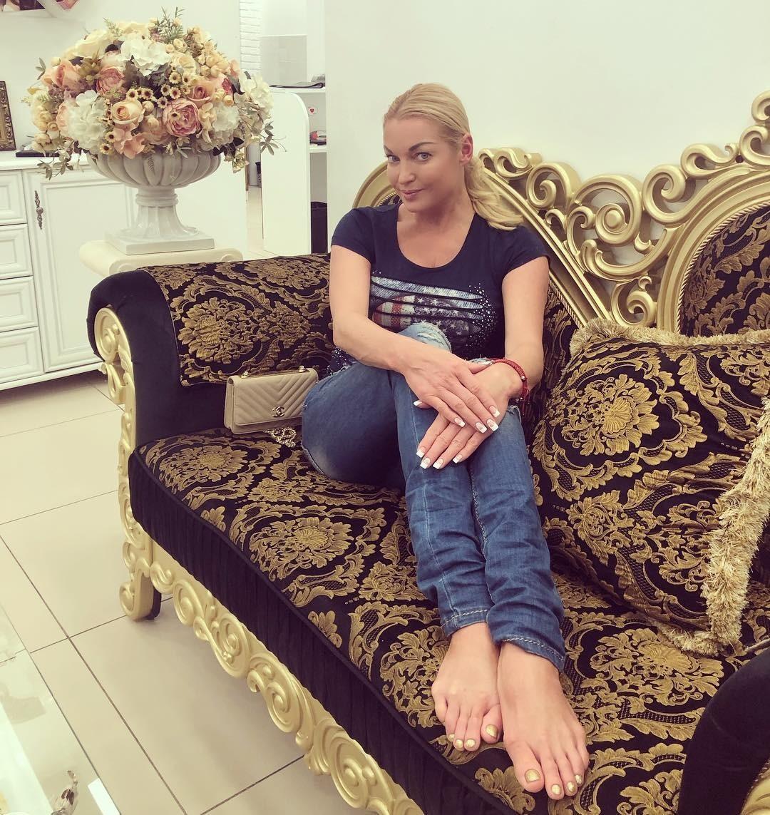Анастасия Волочкова рассказала, что выбирает свадебное платье