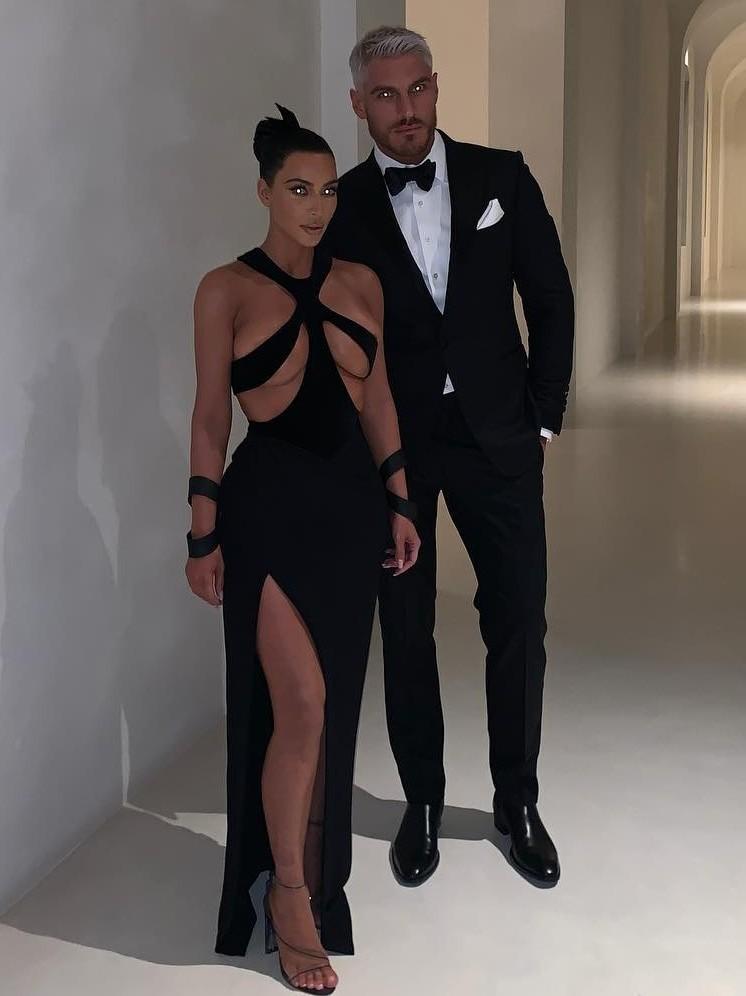 Минувшим вечером супруга Канье Уэста блистала напремии Hollywood Beauty Awards, прошедшей вЛос-Анджелесе. Ким Кардашьян, выбравшая длямероприятия очень смелое платье Thierry Mugler из...
