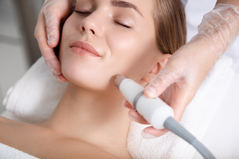 Как убрать морщины вокруг губ: 4 эффективных метода