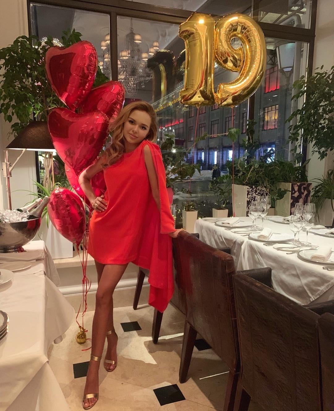 Стефания Маликова устроила банкет в честь своего Дня рождения