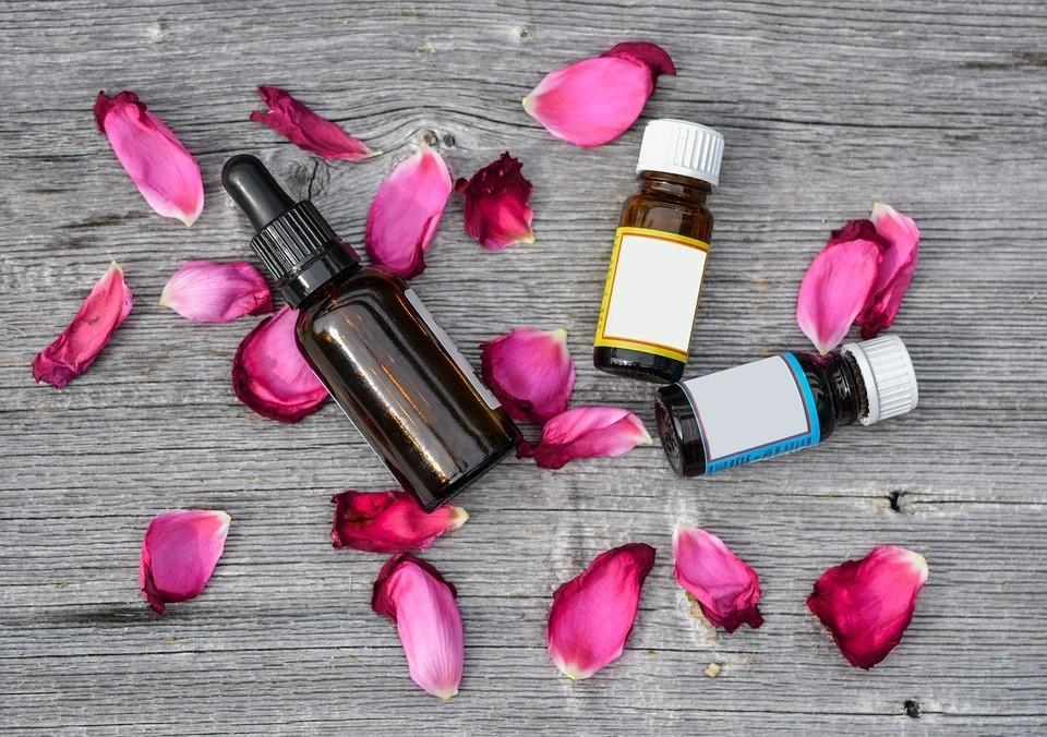 3 варианта использования домашнего масла для кутикулы