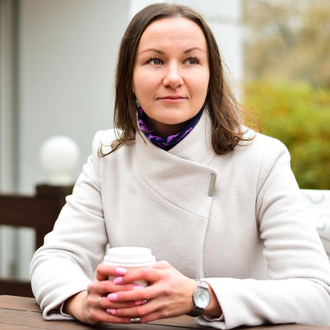 Людмила Завьялова – мама троих детей ипо совместительству финансист, автор инвестиционных курсов иблога поэтой теме (Instagram: @leosindovna)
