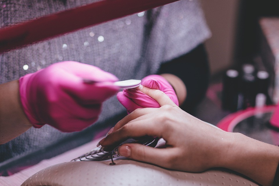 Как убрать кутикулу в домашних условиях: 4 эффективных способа