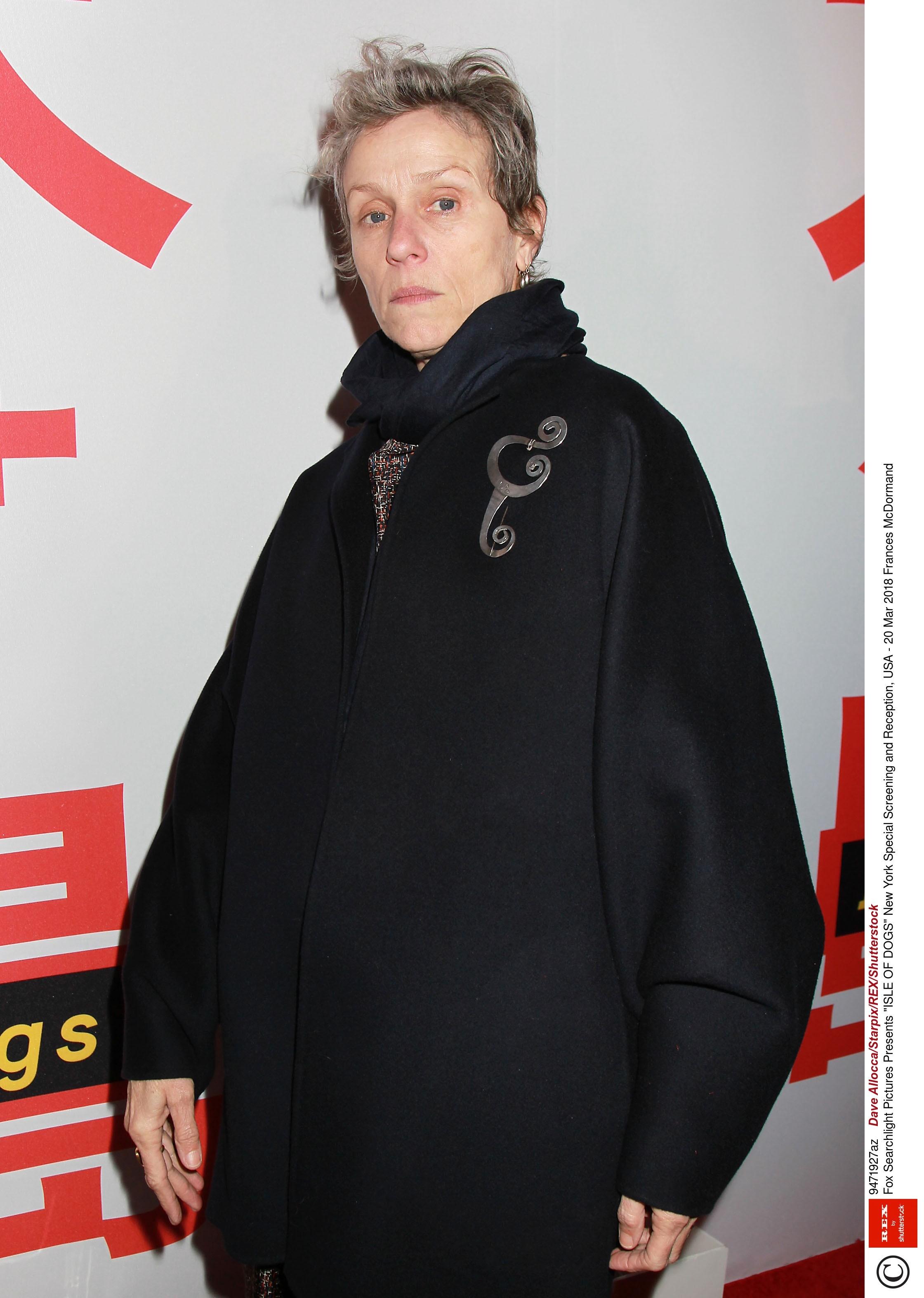 62-летняя американская актриса театра икино - обладательница множества престижных кинопремий, втом числе, и«Оскара», но почему-то обэтом мало кто знает. Свою первую статуэтку она полу...