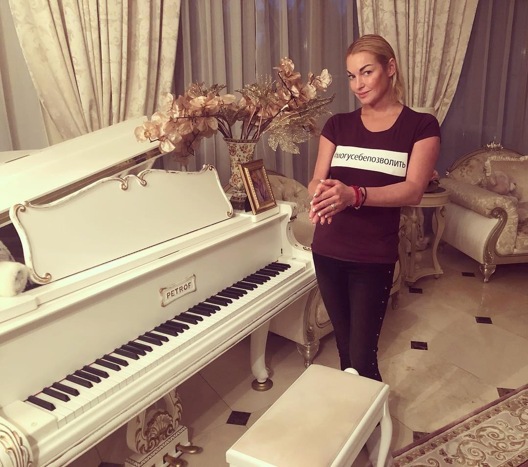 Анастасия Волочкова опубликовала фото без макияжа с Аскольдом Запашным