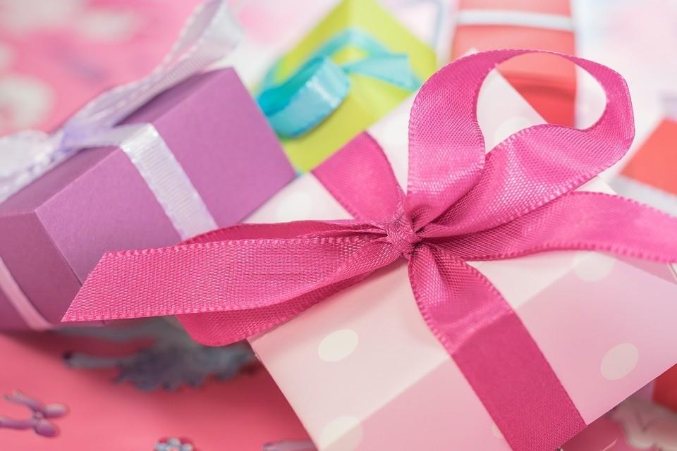 ВЦИОМ: к 23 февраля мужчины хотят турпутевку, а женщины дарят парфюмерию и сувениры