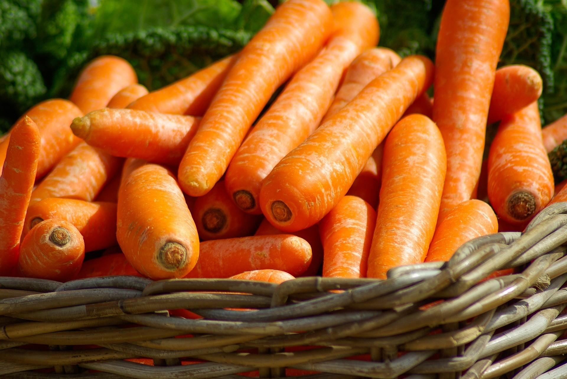 4 свежие моркови (400 г).