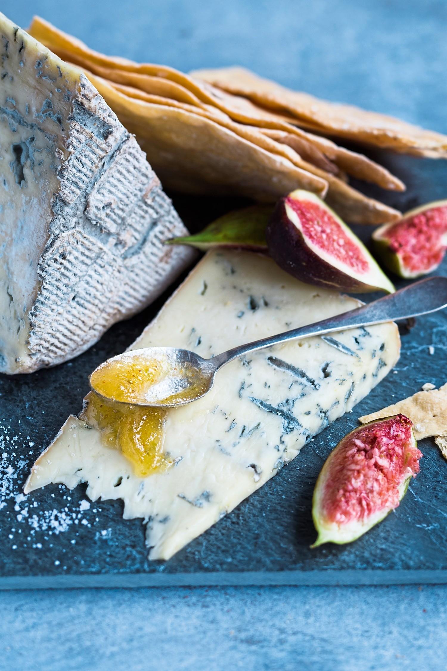 Чем полезен сыр с плесенью (эстеты оценят)