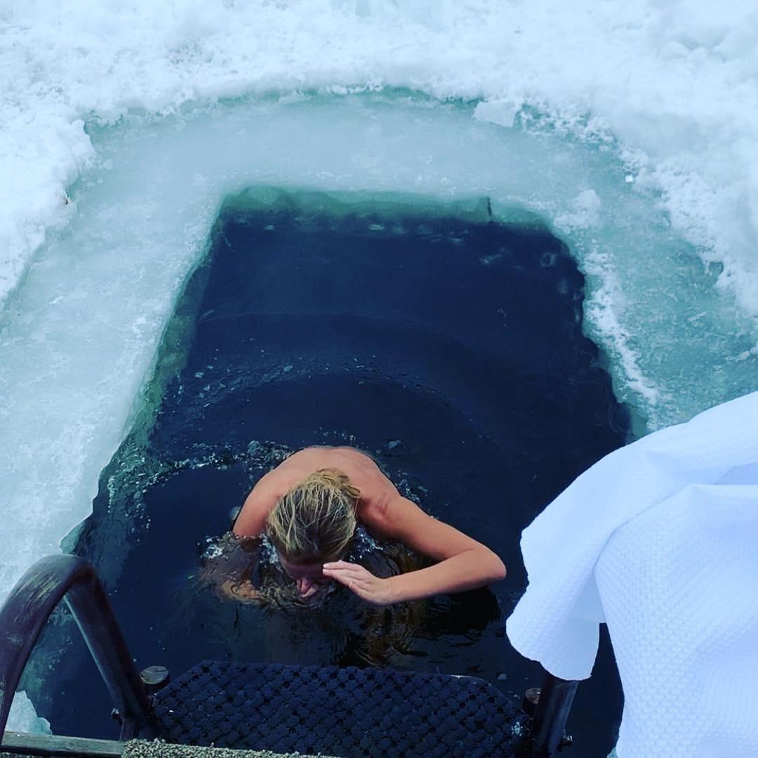 Татьяна Навка опубликовала видео перед купанием в проруби