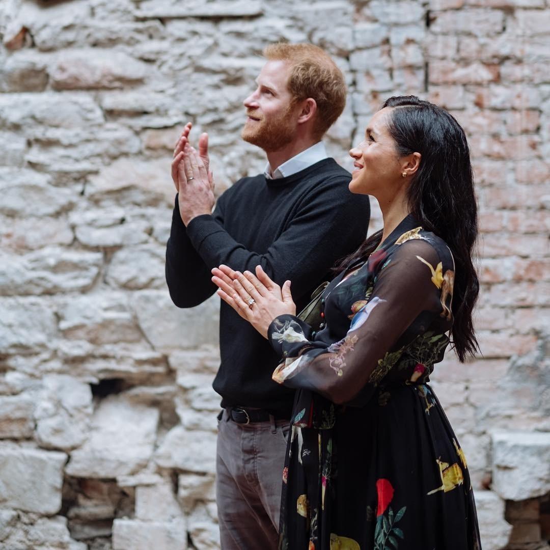 Меган Маркл запретили на публике держать за руку принца Гарри