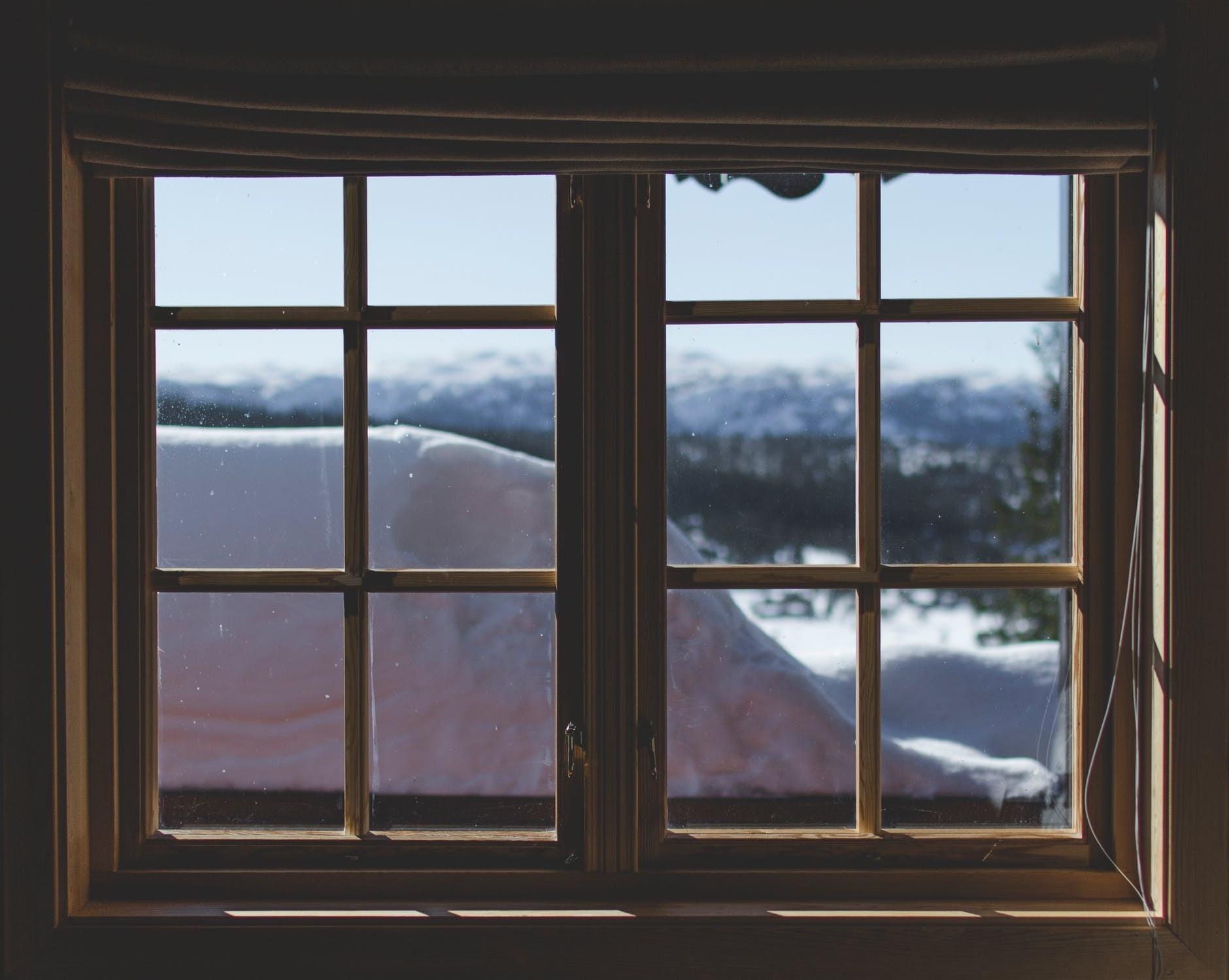 Не сиди, не стой, не мети: 27 самых популярных бытовых суеверий