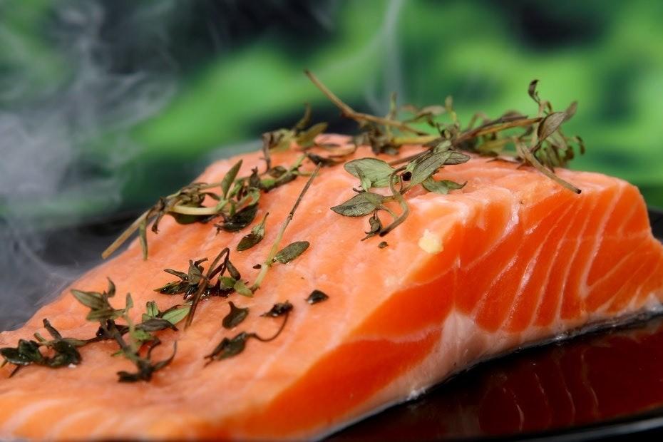 Интересный факт: лосось самая популярная рыба навсей планете. Ее можно варить, коптить, мариновать или просто жарить. А еще он может быть нетолько привычного нам красного цвета, но исе...