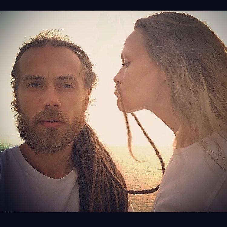 Децл и его жена Юлия.