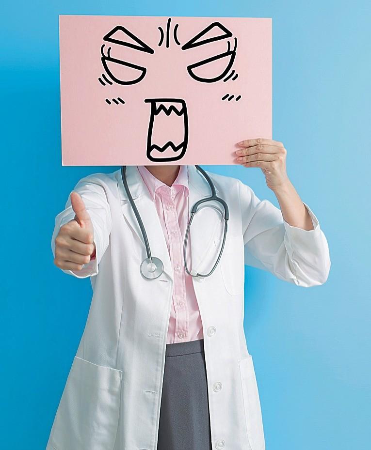 Он может быть хорошим специалистом. Но неуважение кпациенту неперекроет никакой профессионализм. Ибеременная пациентка— совсем нетот человек, засчет которого доктор может решать соб...