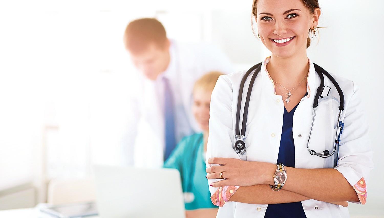 ginekolog-osmatrivaet-patsienta-video